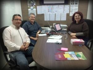 Ricardo Adamy (E), juntamente com o presidente da FundUlysses/RS, João Alberto Machado, e com a Gerente Nacional do Programa de Formação Política, Elisiane da Silva, durante a posse do coordenador.
