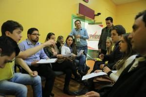 "Participantes debateram a temática ""A Juventude no Movimento Estudantil""."