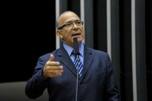 Eliseu Padilha já confirmou ao deputado sua vinda ao Maranhão, ainda no mês de novembro, para receber a medalha.