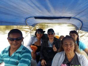 Equipe levando os cursos do EAD de lancha para o interior do estado.